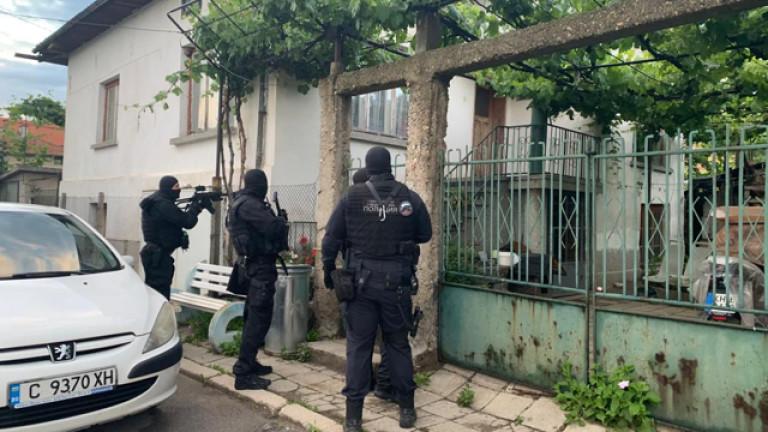 Разбиха българска банда, крала строителна техника в Италия