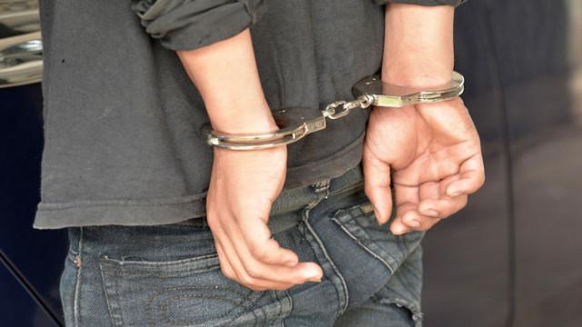 При опит за задържане и оказана съпротива са пострадали двама полицейски служители