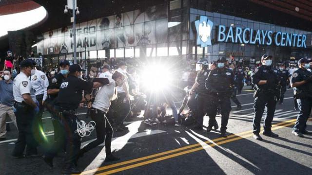 Автомобил се вряза в протестиращи в САЩ