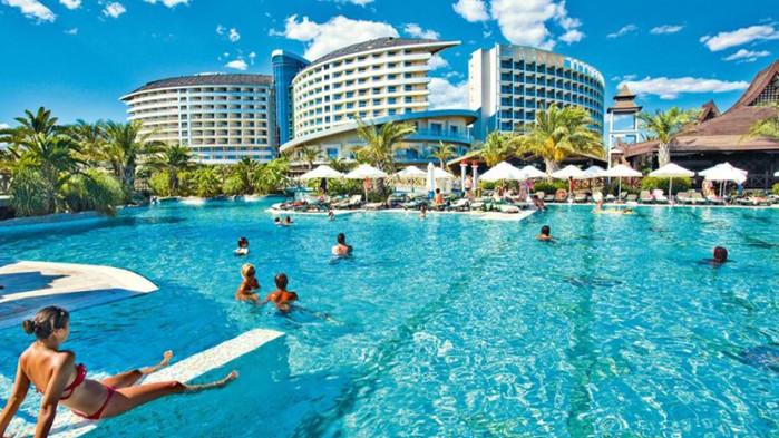 Турция ще приоритизира ваксинацията на служители в туристическата индустрия, като