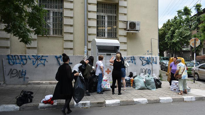 Община Асеновград и БЧК благодарят на гражданите: Събраха се тонове дрехи