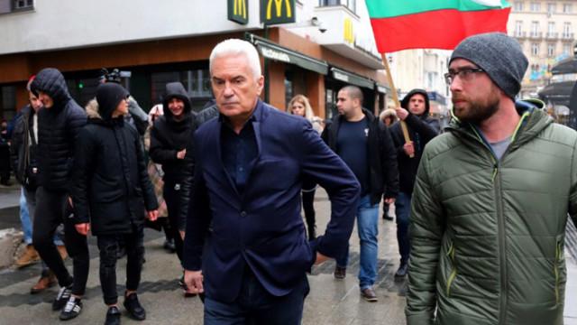 """Сидеров и симпатизанти нахлуха в """"Макдоналдс"""", викнаха им полиция"""
