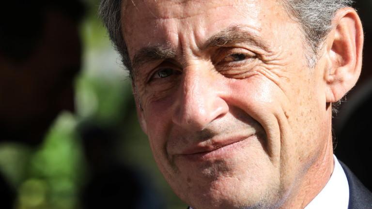 Болен от COVID-19 адвокатотложи делотосрещу бившия френски президент Никола Саркози,