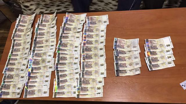 Задържаха криминално проявен, участвал в печатането на фалшиви пари