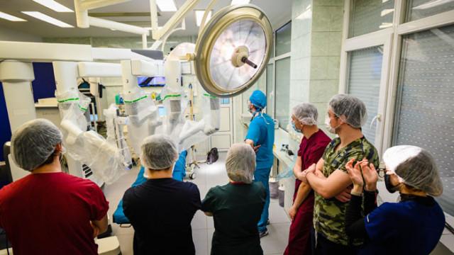 """Студентите от МУ-Варна ще изучават дисциплината """"Въведение в роботизираната хирургия"""""""