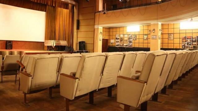 """Холивуд казва """"чао"""" на COVID: Кината отварят от 15 юли"""