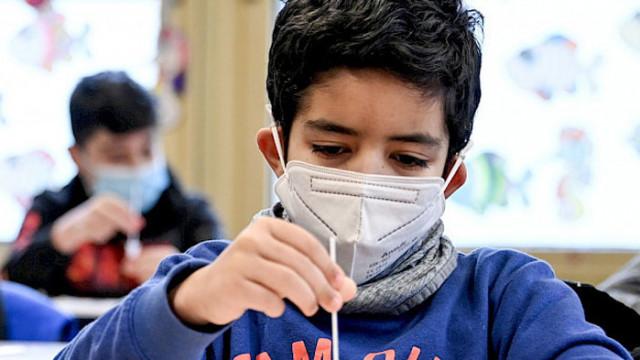 ЮНЕСКО: Затварянето на училища поради COVID-19 може да доведе до катастрофа