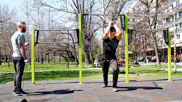 Пловдивчани изнесоха фитнеса на открито