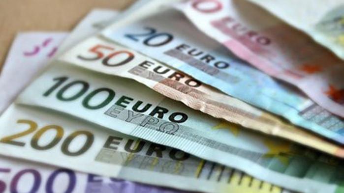 Коронавирусната пандемия накара германците да трупат парите си в банкови