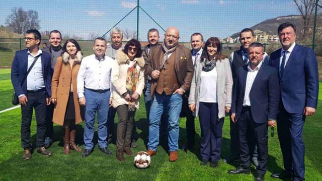 Министър Красен Кралев присъства на откриването на игрище за минифутбол в община Провадия