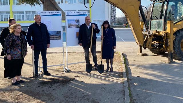 """Красен Кралев даде началото на строителството на физкултурния салон на VII СУ """"Найден Геров""""-Варна"""