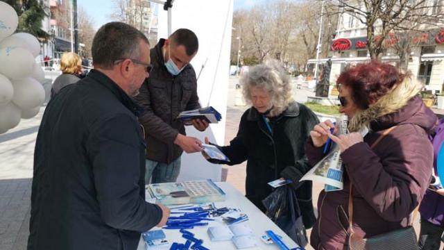 ГЕРБ-СДС оцвети в синьо алеята към Морската градина във Варна