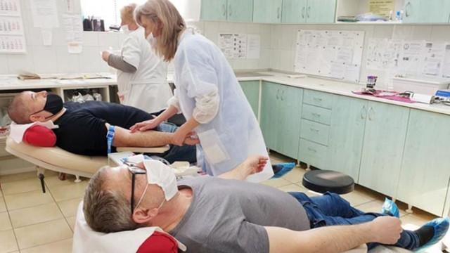 Кандидатът за народен представител на СДС в 28 МИР -Търговище д-р Явор Александров дари кръв