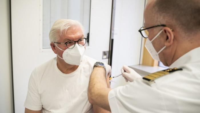 Той заяви, че ваксинацията е решителната стъпка по пътя към
