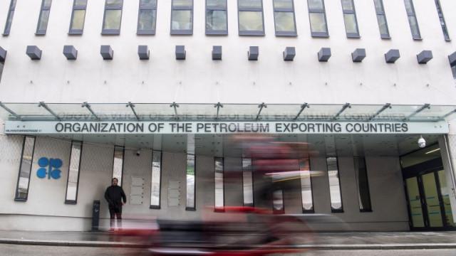 ОПЕК+ одобри увеличение на производството на петрол от май