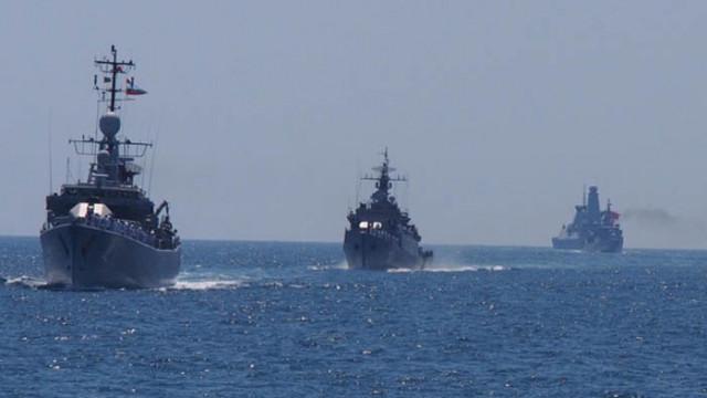 """Корвета """"Решителни"""" и вертолет AS 565 MB """"Panther""""  участват в съвместно учение от типа PASSEX"""