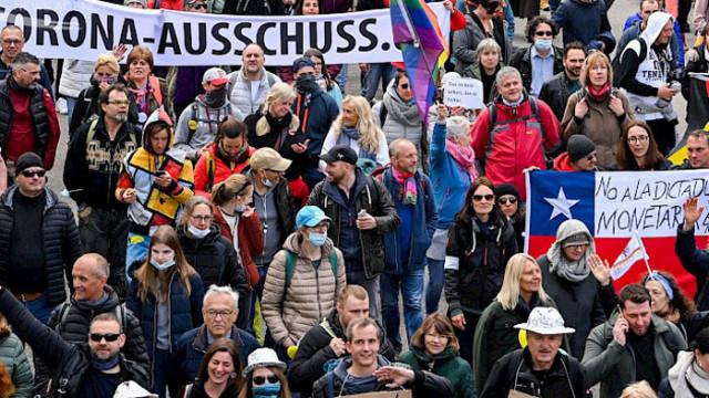 Многохилядни протести в Щутгарт, Париж и Букурещ срещу ограниченията