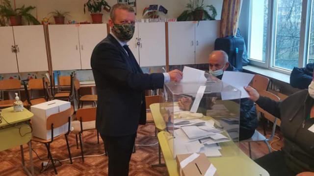 Кандидатът на ГЕРБ-СДС  Желез Железов: Гласувах за синя България и обединено дясно