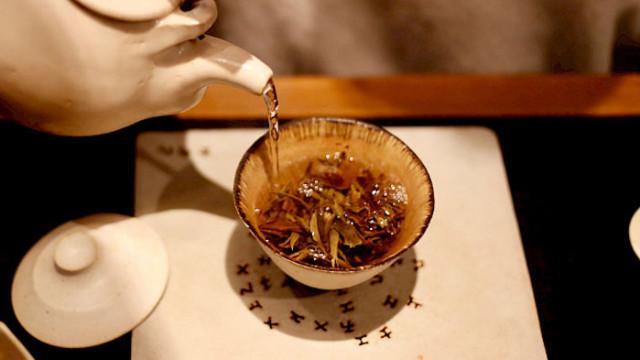 Прекалено горещият чай увеличава риска от рак