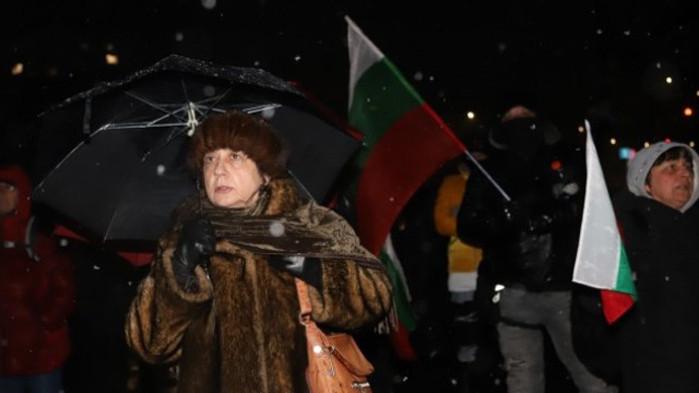 Дионисий, Йоло Денев, Ренета Инджова и компания протестират пред ГЕРБ (СНИМКИ)