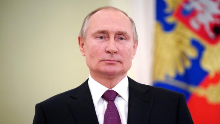 Президентът на Русия Владимир Путин сеподписа под закон, който му