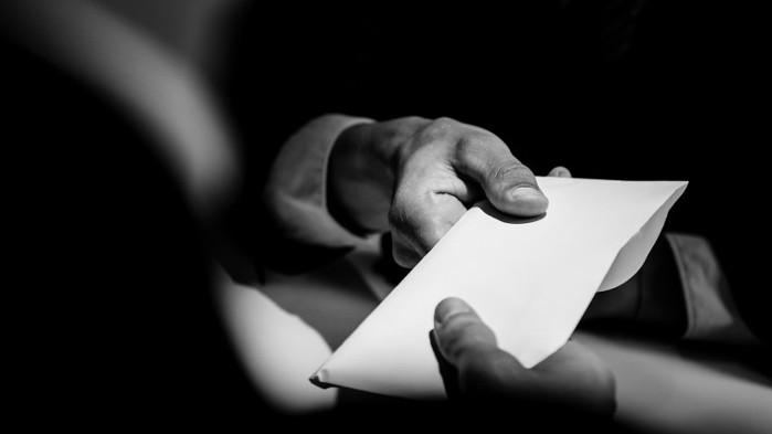 Разследват полицай от Костинброд заради подкуп
