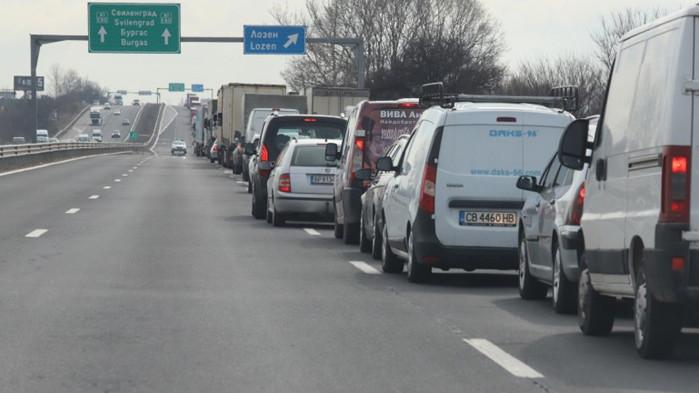 "Часове наред блокада на АМ ""Тракия"" заради катастрофа на ТИР и цистерна"