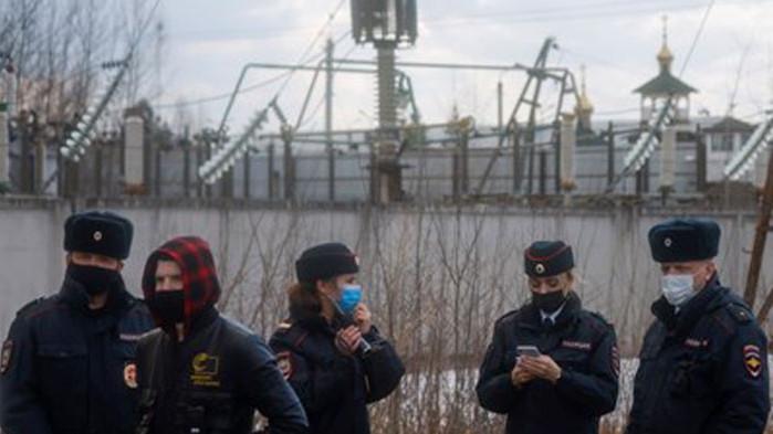 Съдят привърженици на Навални за събиране пред колонията, където е затворен
