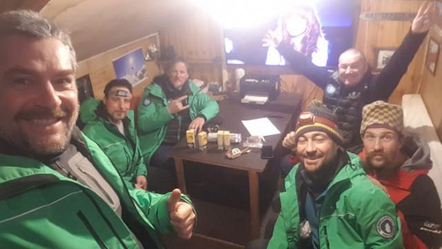 Чилийски военен кораб е прибрал полярниците ни