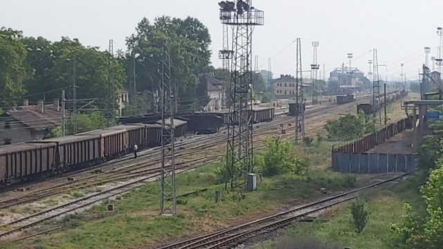 """Товарен влак е дерайлирал в района на столичната гара """"Илиянци"""""""