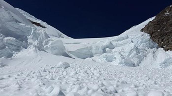 Хубавото време привлече стотици скиори в планините, но спасителите предупреждават