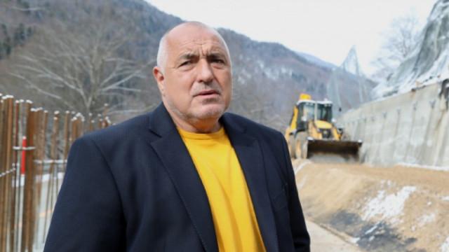 """Борисов: Следобяд пускаме движението в едното платно на АМ """"Тракия"""" след катастрофата с цистерна"""