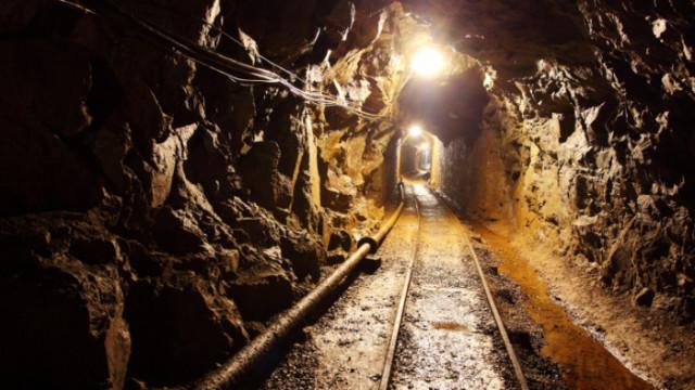 Наводнение блокира 21 миньори в мина в Китай