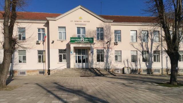 """ОУ """"Христо Ботев""""-Варна посрещна учениците след разхлабването на мерките"""