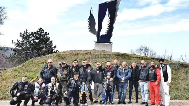 Инсталираха монумент в памет на загиналите мотористи на Панорамната гледка в Аспарухово