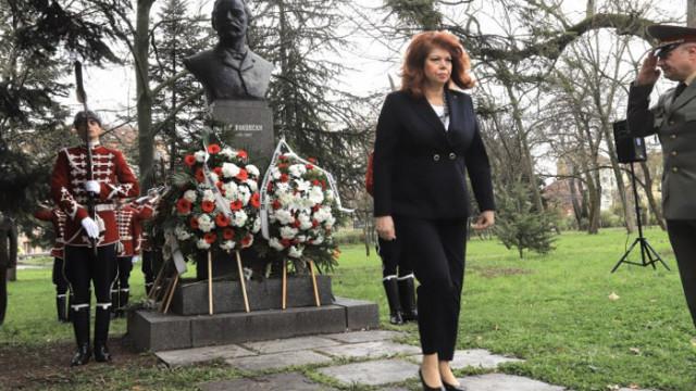 Йотова: Това, че определени политици имат страх и комплекс от Румен Радев си остава за тяхна сметка