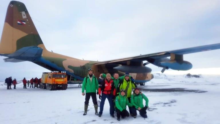 След близо месец закъснение шестима порярници напуснаха района на Антарктика