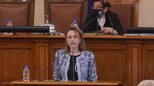 Ива Митева: Коя е новата шефка на парламента?