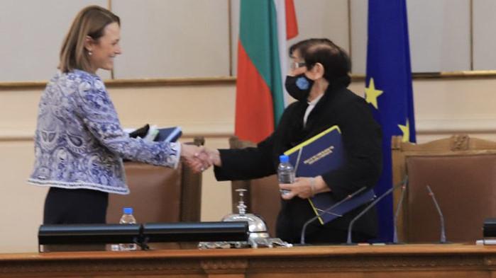 """БСП, ДПС, ДБ и """"Мутрите"""" избраха Ива Митева от ИТН за шеф на парламента"""