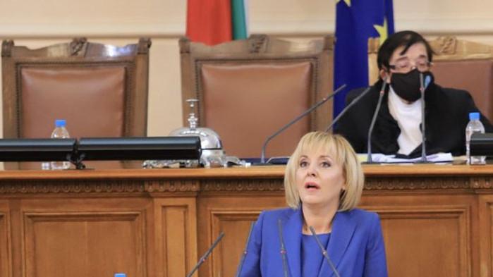 Манолова към статуквото: Не си въобразявайте, че ще задушите правителството на протеста