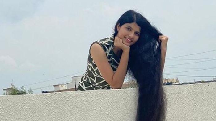 Индийско момиче, притежаващорекорда на Гинесза най-дълга коса, откакто е 16-годишна,