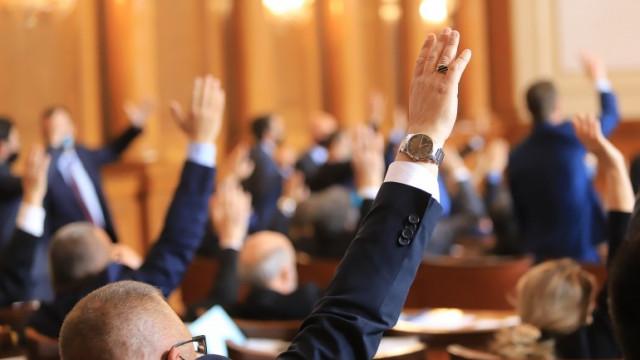 """Парламентът прие оставката на кабинета """"Борисов"""""""