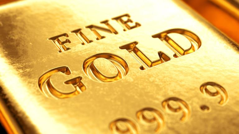 Цената на златото в петък сутринта съвсем леко спада при