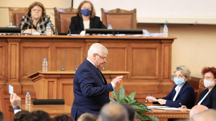 Председателстващата заседанието Татяна Дончева свика Председателски съвет Пореден скандал в