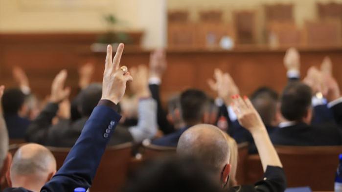 Начело на правната комисия в парламента се оказа адвокат по