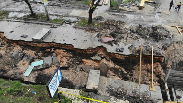 Наводнени къщи и паднало дърво след последния дъжд в Добрич – СНИМКИ
