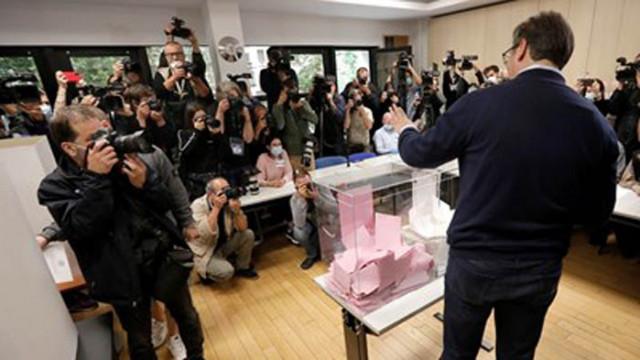 Екзитпол: Управляващата партия печели изборите в Сърбия (Обновена)
