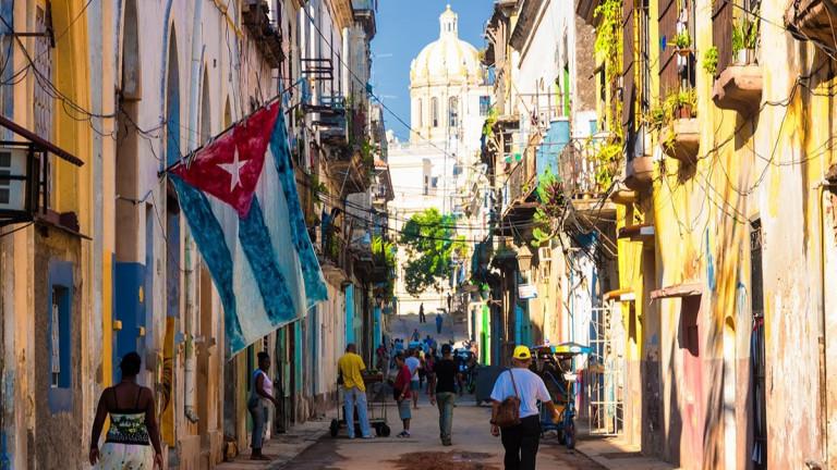 Кризата в Куба роди нова професия – чакащ на опашка