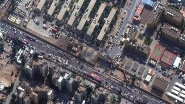 Ракетен удар рани двама в база край Багдад
