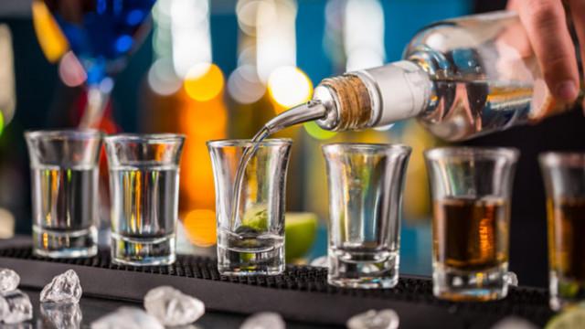 Алкохолът, махмурлукът и как учени случайно създадоха водка, която не предизвиква махмурлук